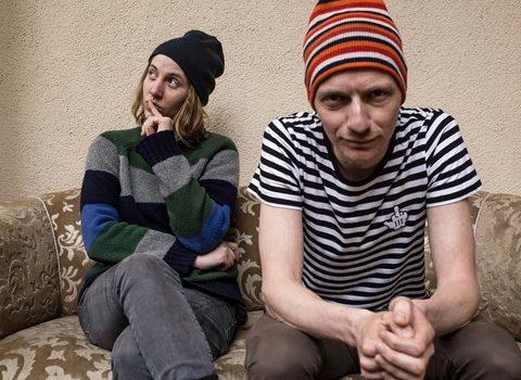 THEODOR SHITSTORM – Singer/Songwriter-Duo plus Verstärkung live im JuZ Leer